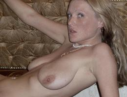 Nice milf waiting for something gelery Image 3