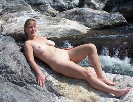 Nice milf waiting for something gelery Image 7