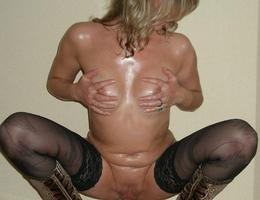 Nice milf waiting for something gelery Image 9