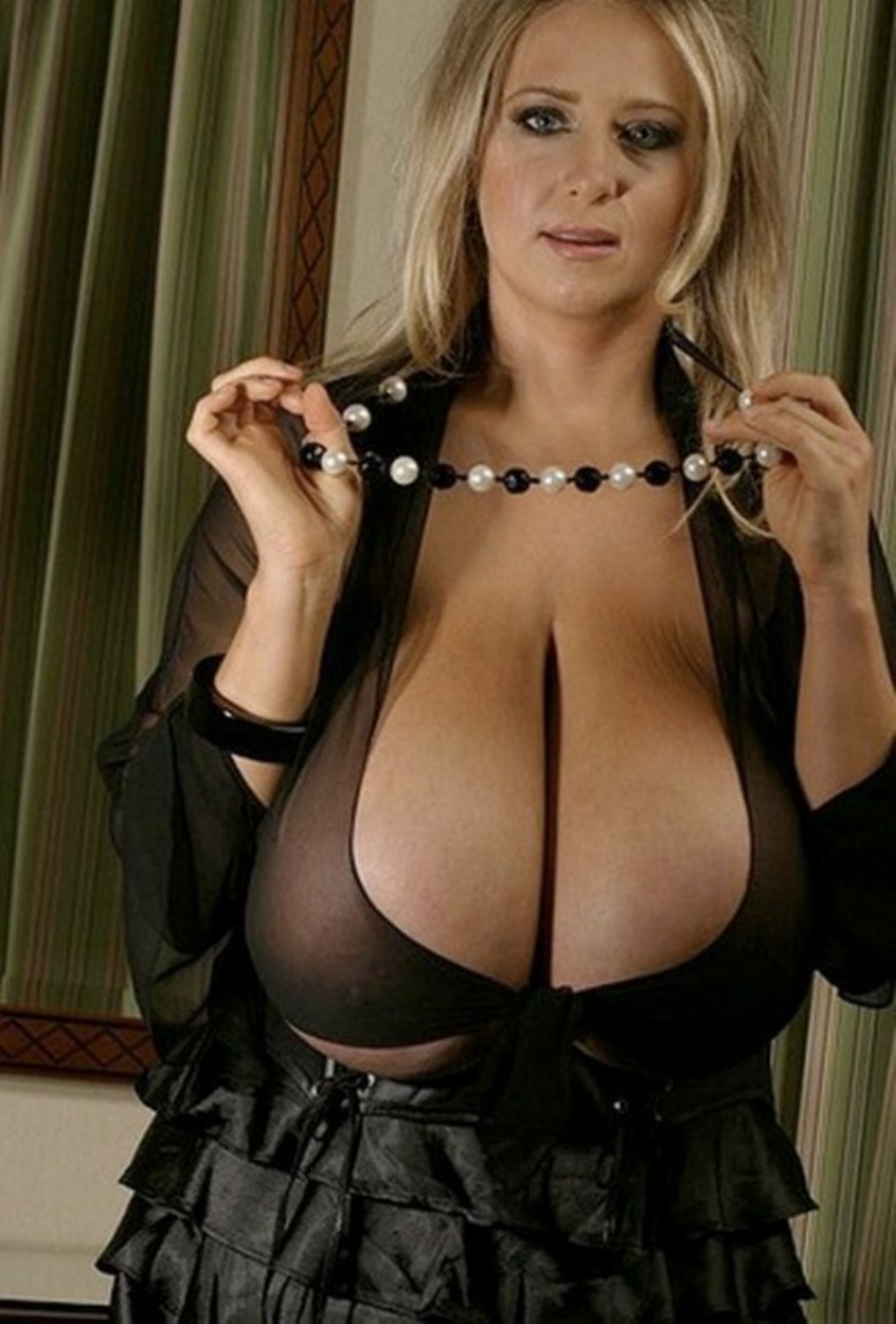 Watch wild big tits of mature babes! Huge melons and hard nipples can ...: galleries2.adult-empire.com/9620/513153/2666/index.php